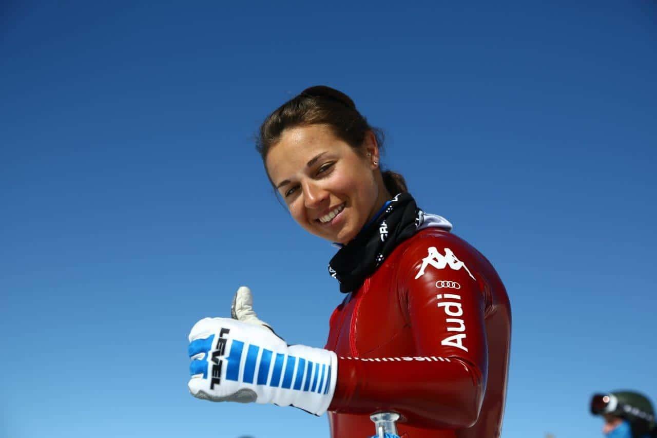 La italiana Valentina Greggio, que esta temporada no ha perdido ninguna carrera, también ha batido el récord mundial de esquí de velocidad femenino 247,083 km/h .