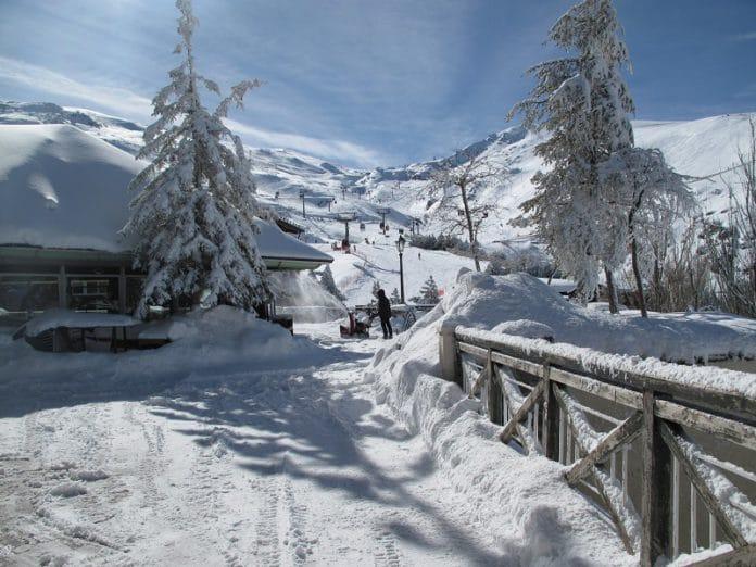 Sierra Nevada colgada de nieve