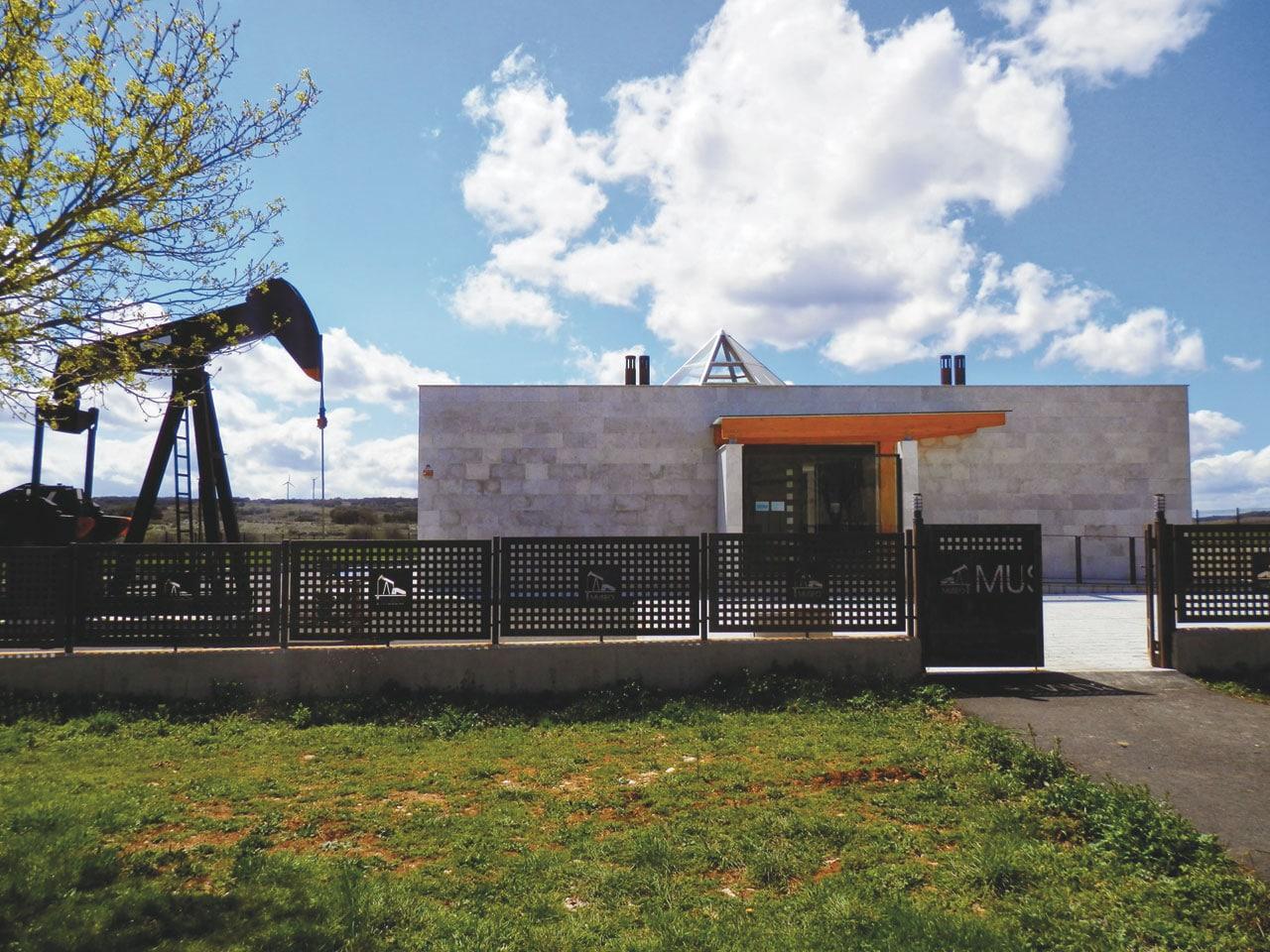 Parque Natural Hoces del Alto Ebro y Rudrón Museo del petróleo de Sargentes de la Lora