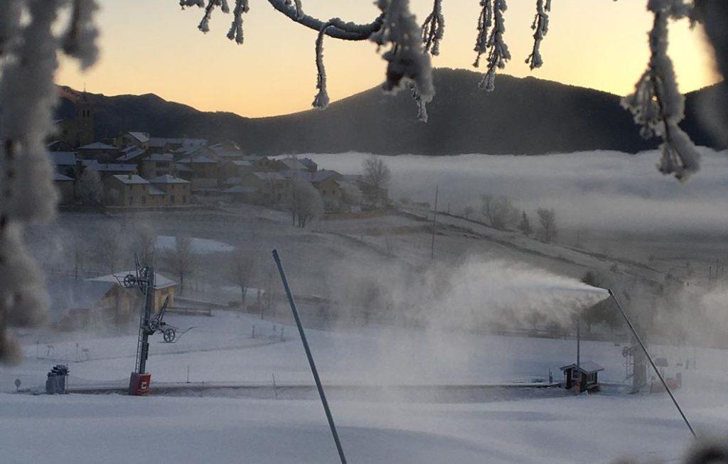 Les Angles pueblos Pirineo francés para disfrutar esquí y nieve