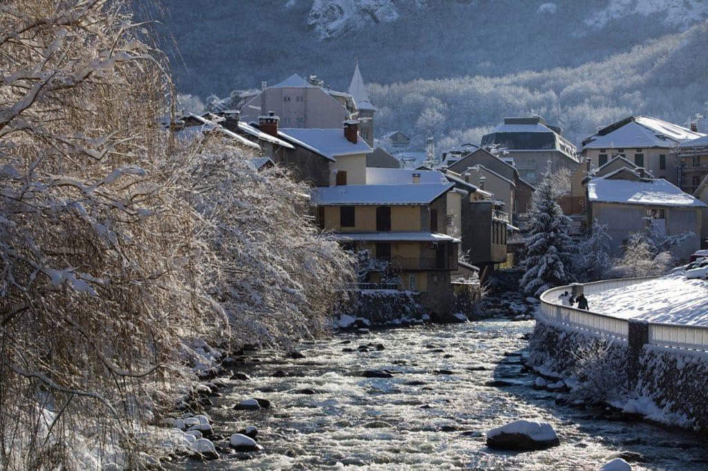 Ax les Thermes pueblos Pirineo francés para disfrutar esquí y nieve