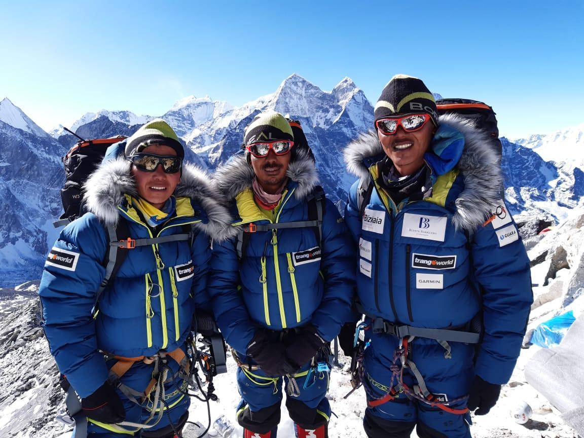 sherpas cima montaña