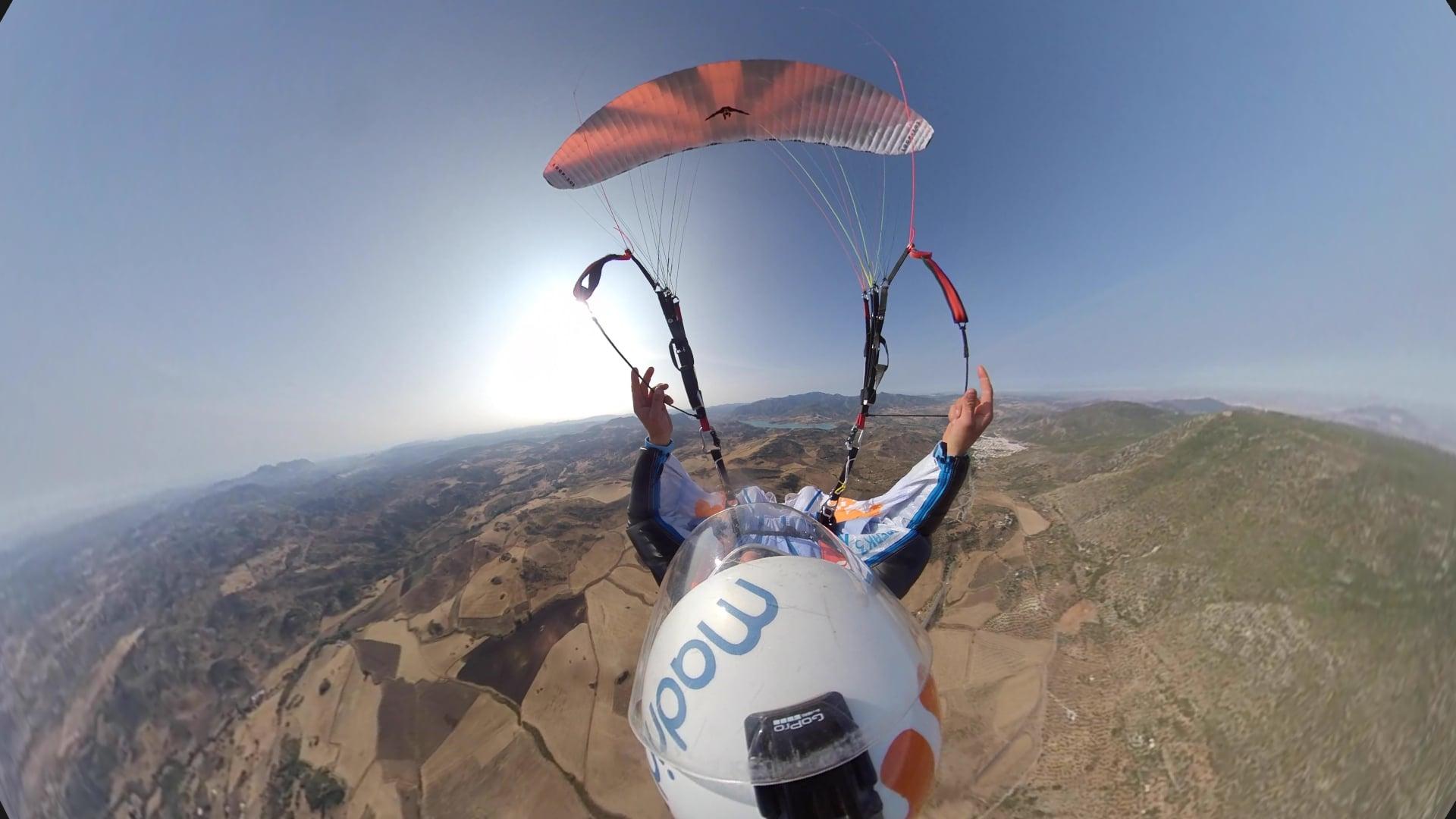 David Tejeiro acrobacia extrema con parapente traje de alas