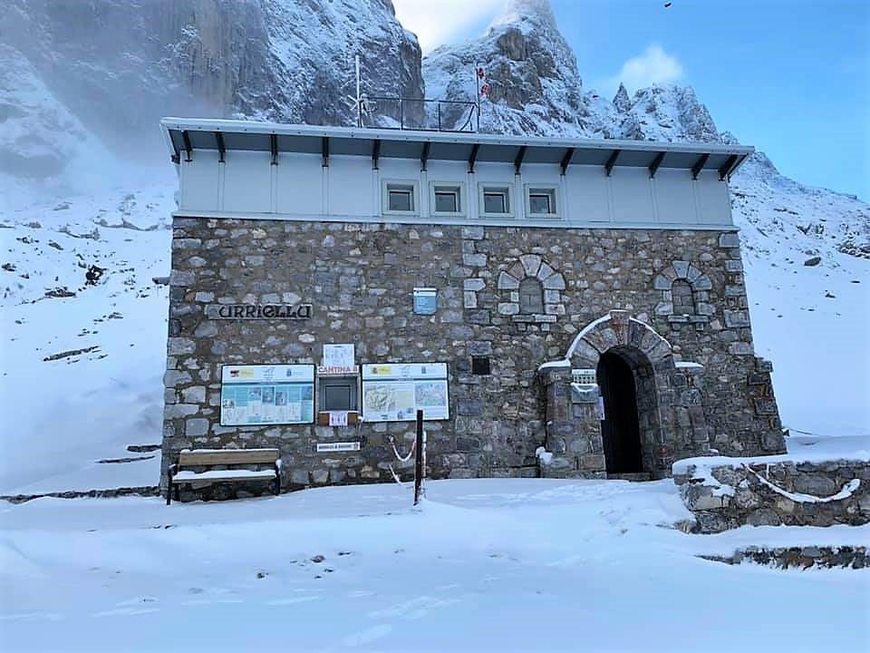 Refugios Jou de Los Cabrones, Vega de Ario, Vegarredonda Urriellu Picos de Europa