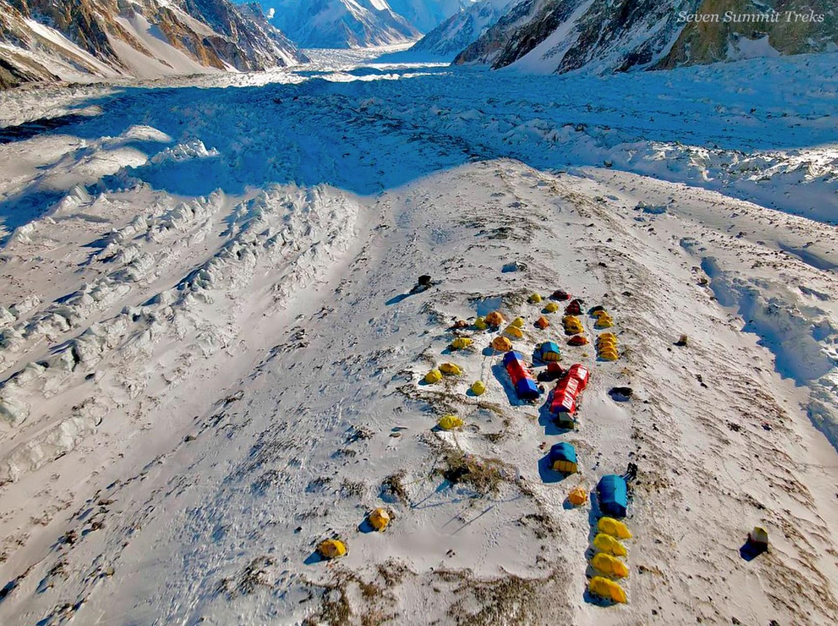 K2 vientos huracanados campo base