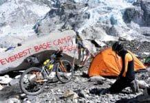Omar di Felice ultraciclista campo base Everest